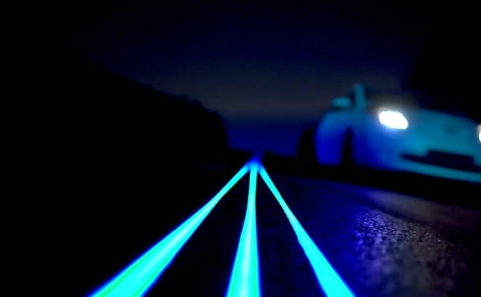 Glow In The Dark Nissan Leaf Smart Highway  700x432 - Nissan gives us a Tron like experience - Nissan gives us a Tron like experience