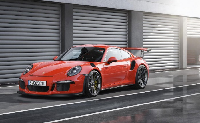 Porsche 911 GT3 RS Front Quarter carwitter 700x432 - New Porsche 911 GT3 RS Unveiled at Geneva - New Porsche 911 GT3 RS Unveiled at Geneva