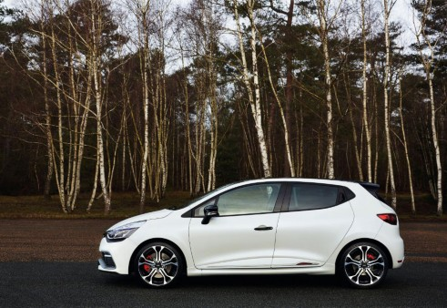 Renault Clio Renaultsport 220 Trophy - Side - carwitter