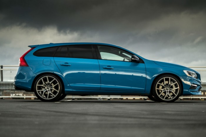 Volvo V60 Polestar Review Side On Carwitter 700x465 - Volvo V60 Polestar Review – Savage Swede - Volvo V60 Polestar Review – Savage Swede
