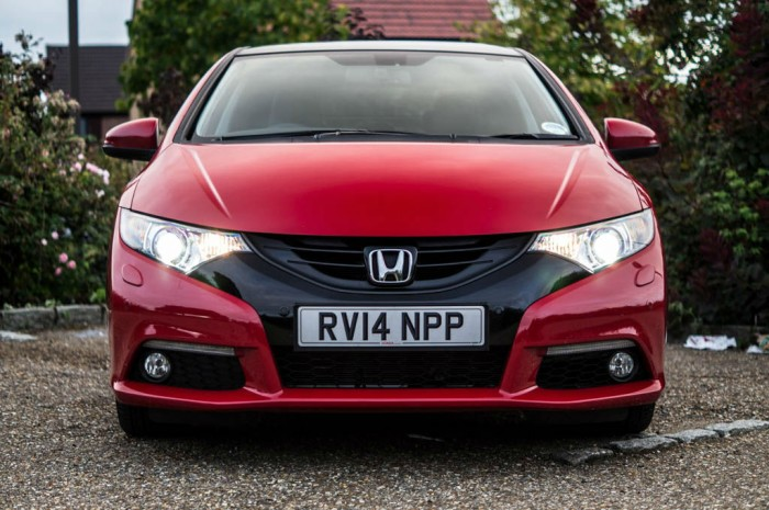2015 Honda Civic 1.6 iDtec Review Front Low Carwitter 700x465 - 2015 Honda Civic 1.6 i-DTEC Review - 2015 Honda Civic 1.6 i-DTEC Review