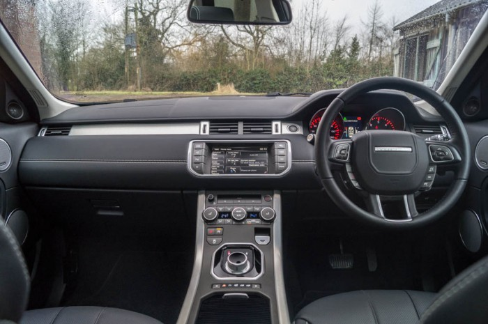 2015 Range Rover Evoque Autobiography 4WD Review - Dashboard - Carwitter