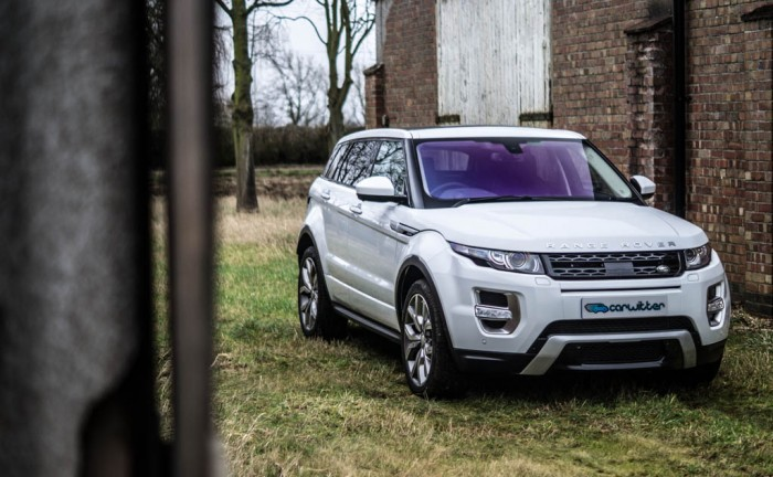 2015 Range Rover Evoque Autobiography 4WD Review Front Angle Scene Carwitter 700x432 - 2015 Range Rover Evoque 4WD Review– No soft roader - 2015 Range Rover Evoque 4WD Review– No soft roader