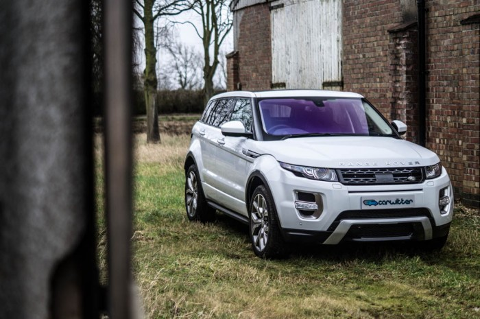 2015 Range Rover Evoque Autobiography 4WD Review Front Angle Scene Carwitter 700x465 - 2015 Range Rover Evoque 4WD Review– No soft roader - 2015 Range Rover Evoque 4WD Review– No soft roader