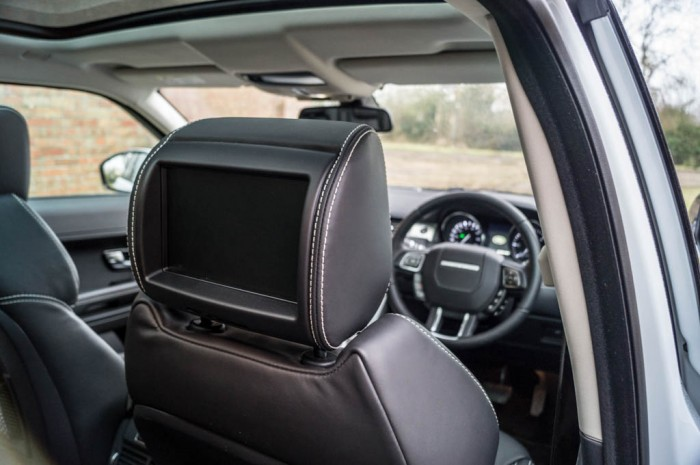 2015 Range Rover Evoque Autobiography 4WD Review - Rear LCD Screen - Carwitter