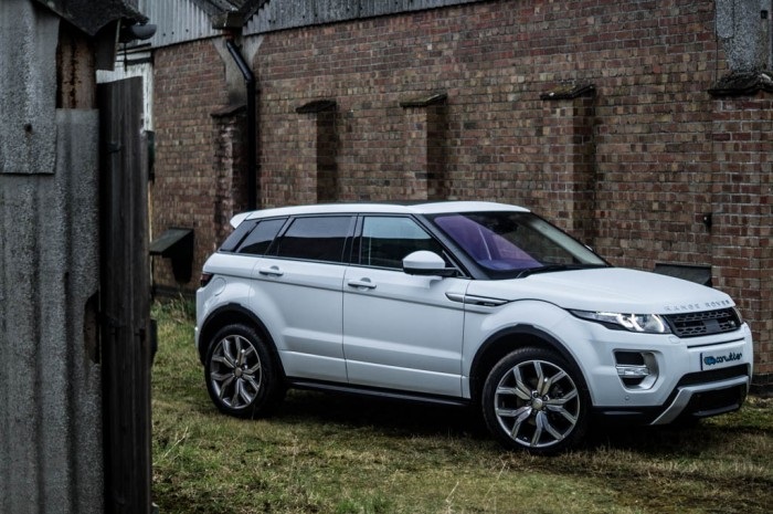 2015 Range Rover Evoque Autobiography 4WD Review - Side Scene - Carwitter