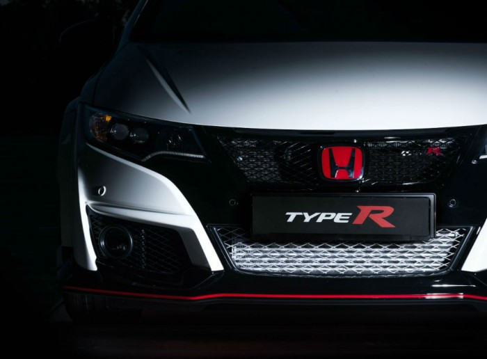 2015 Honda Civic Type R Front Bumper carwitter 700x516 - 2015 Honda Civic Type R  Review – VTEC, but not as we know it - 2015 Honda Civic Type R  Review – VTEC, but not as we know it