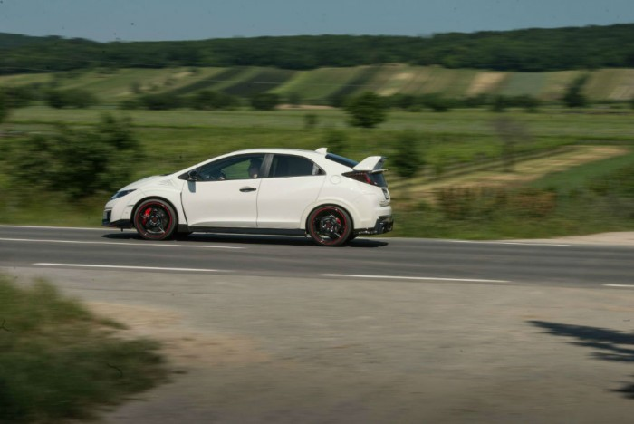 2015 Honda Civic Type R Side Tracking carwitter 700x468 - 2015 Honda Civic Type R  Review – VTEC, but not as we know it - 2015 Honda Civic Type R  Review – VTEC, but not as we know it