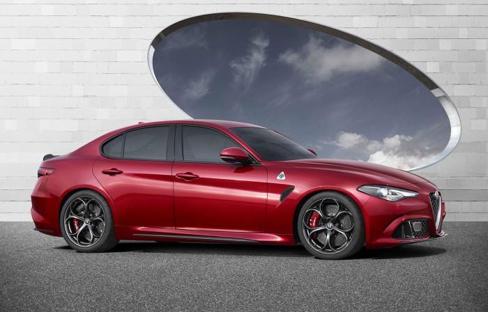 Alfa-Romeo-Giulia-Side-Carwitter