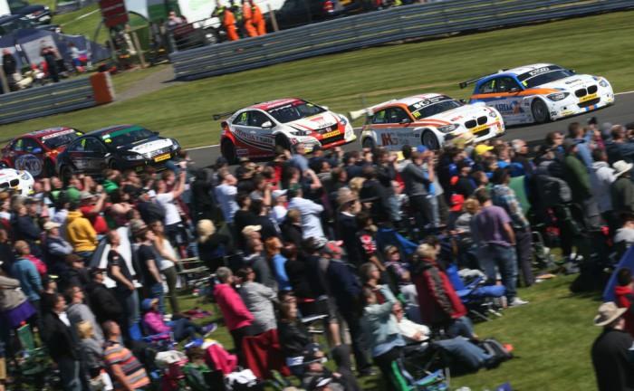 BTCC 15 O Park Collard Prix 700x432 - BTCC 2015 - Round 4 - Oulton Park - BTCC 2015 - Round 4 - Oulton Park