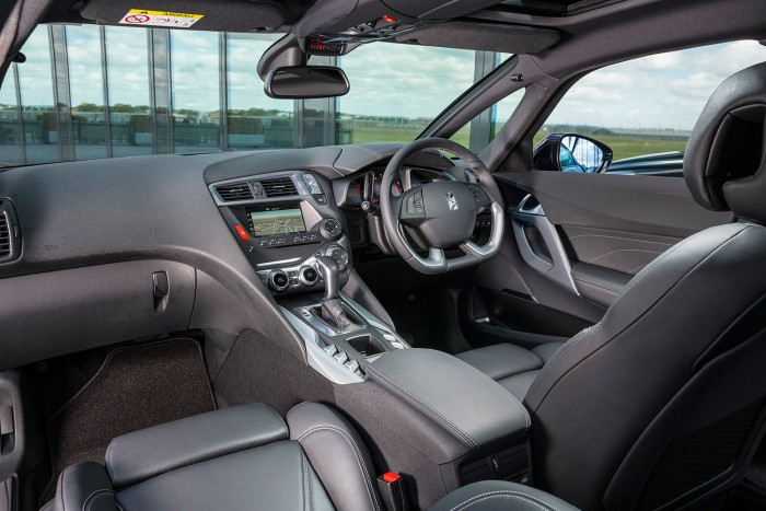 DS 5 Review UK First Drive Interior 700x467 - 2015 <del>Citroën</del> DS 5 Review - A brand launcher? - 2015 <del>Citroën</del> DS 5 Review - A brand launcher?