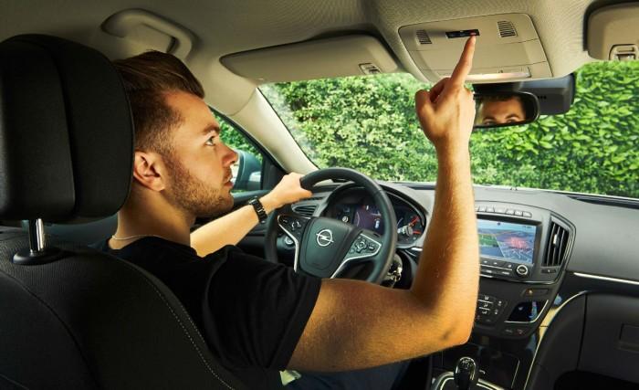 OnStar Vauxhall UK - Button Press - carwitter