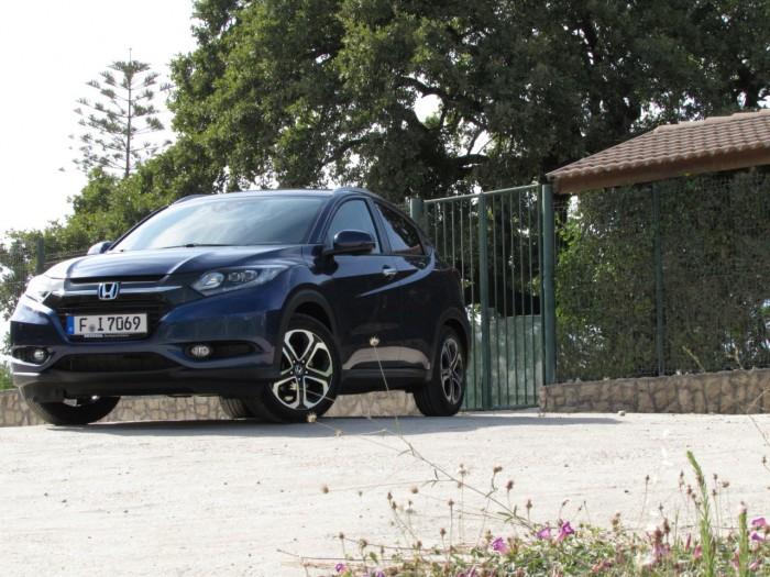 2015 Honda HRV Review Front Angle carwitter.JPG 700x525 - 2015 Honda HR-V Review - Qashqai killer? - 2015 Honda HR-V Review - Qashqai killer?