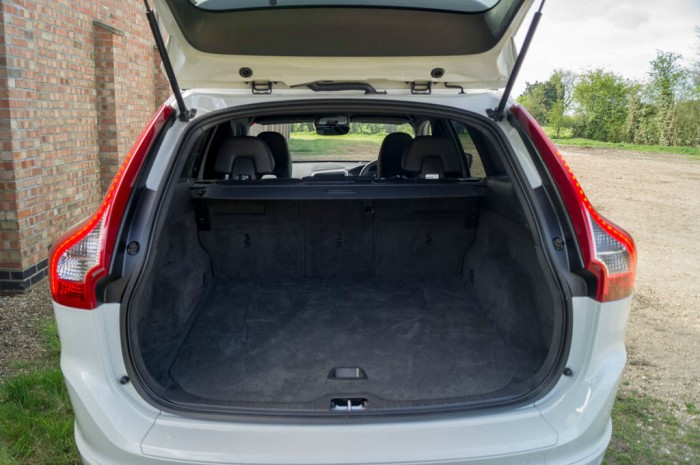 2015 Volvo XC60 RDesign D4 Review Boot Capacity carwitter 700x465 - 2015 Volvo XC60 Review – Stable Swede - 2015 Volvo XC60 Review – Stable Swede