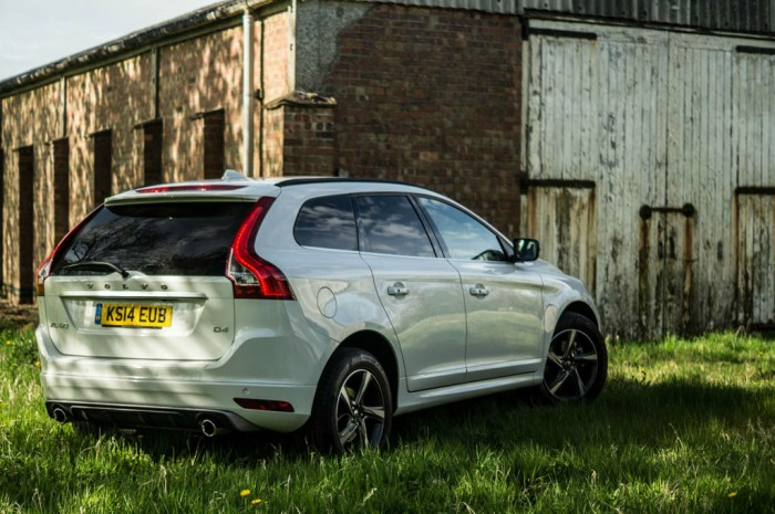 2015 Volvo XC60 RDesign D4 Review Rear Scene carwitter 700x465 - 2015 Volvo XC60 Review – Stable Swede - 2015 Volvo XC60 Review – Stable Swede