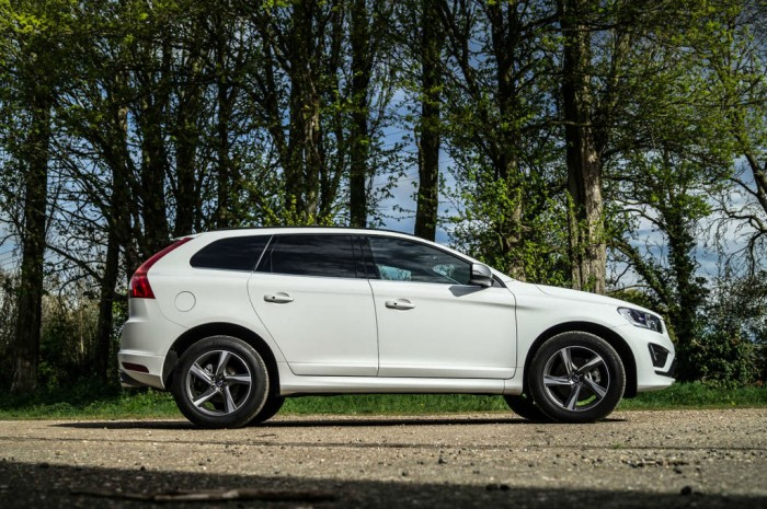 2015 Volvo XC60 RDesign D4 Review Side carwitter 700x465 - 2015 Volvo XC60 Review – Stable Swede - 2015 Volvo XC60 Review – Stable Swede