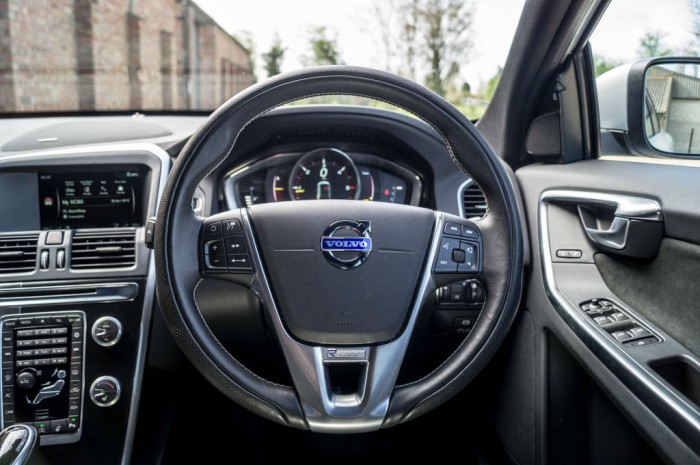 2015 Volvo XC60 RDesign D4 Review Steering Wheel carwitter 700x465 - 2015 Volvo XC60 Review – Stable Swede - 2015 Volvo XC60 Review – Stable Swede