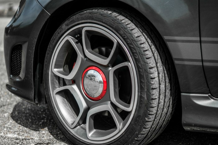 Fiat Abarth 500 595 Review - 17 Inch Alloys - carwitter