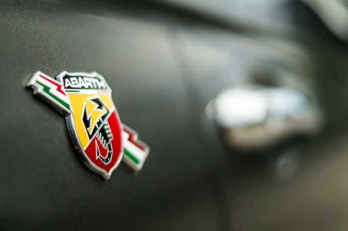 Fiat Abarth 500 595 Review - Abarth Badge Close Up - carwitter