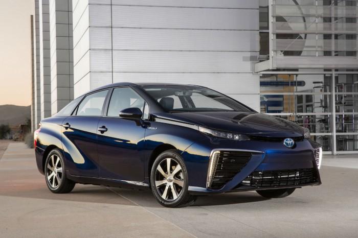 Toyota Mirai - Hydrogen - Side - carwitter