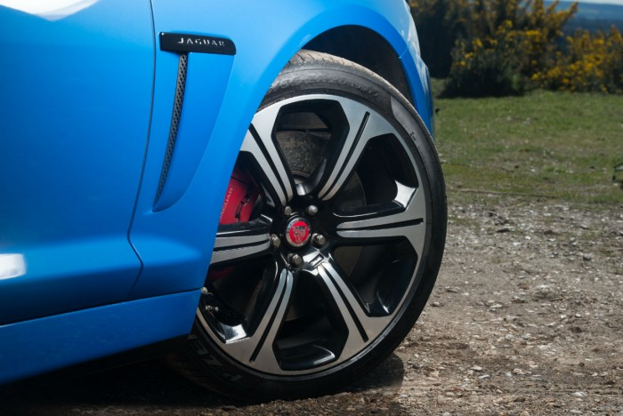 2014 Jaguar XFR-S Review - Alloys Wheels - carwitter