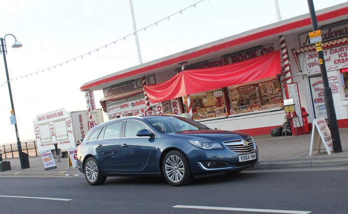 2015 Vauxhall Insignia review front corner cleethorpes carwitter 700x432 - 2015 Vauxhall Insignia Sports Tourer review - 2015 Vauxhall Insignia Sports Tourer review