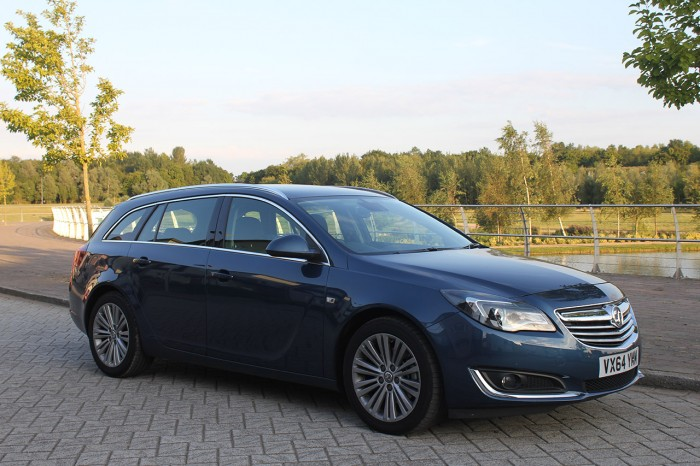 2015 Vauxhall Insignia review front corner lake carwitter 700x466 - 2015 Vauxhall Insignia Sports Tourer review - 2015 Vauxhall Insignia Sports Tourer review