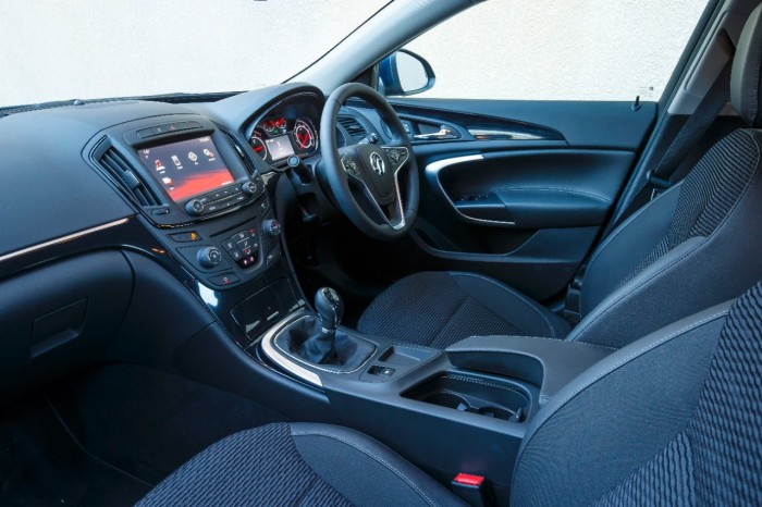 2015 Vauxhall Insignia review interior angle carwitter © GM Company 700x466 - 2015 Vauxhall Insignia Sports Tourer review - 2015 Vauxhall Insignia Sports Tourer review