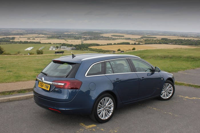 2015 Vauxhall Insignia review rear corner carwitter 700x465 - 2015 Vauxhall Insignia Sports Tourer review - 2015 Vauxhall Insignia Sports Tourer review