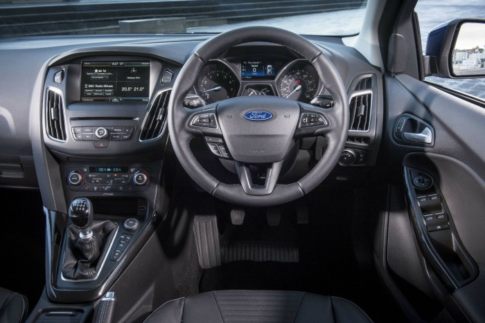 2015 Ford Focus 1 Litre EcoBoost Review - Dashboard - carwitter