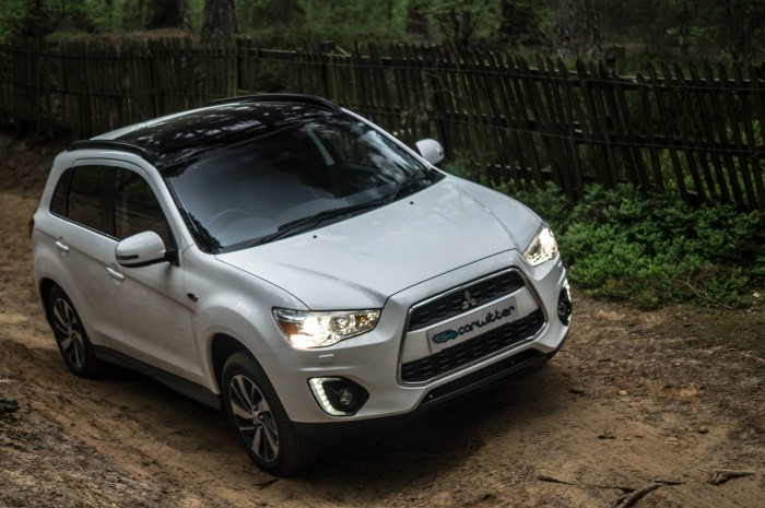 2015 Mitsubishi ASX 4WD Review Side Angle carwitter 700x465 - 2015 Mitsubishi ASX 4WD Review – Competent off roader - 2015 Mitsubishi ASX 4WD Review – Competent off roader