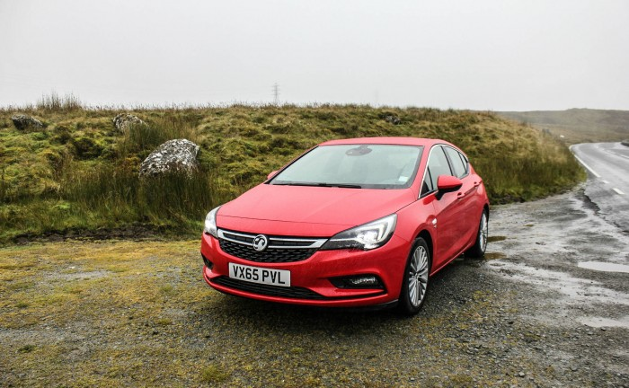 2015 Vauxhall Astra Review - carwitter