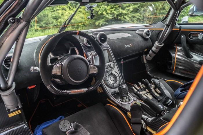 Koenigsegg One 1 - Cockpit Dashboard Interior - carwitter
