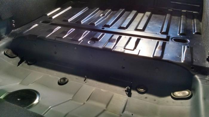 Peugeot 106 GTi Boot Floor Spraying 8 carwitter 700x394 - PROJECT 106 GTI - Making it look prettier - PROJECT 106 GTI - Making it look prettier