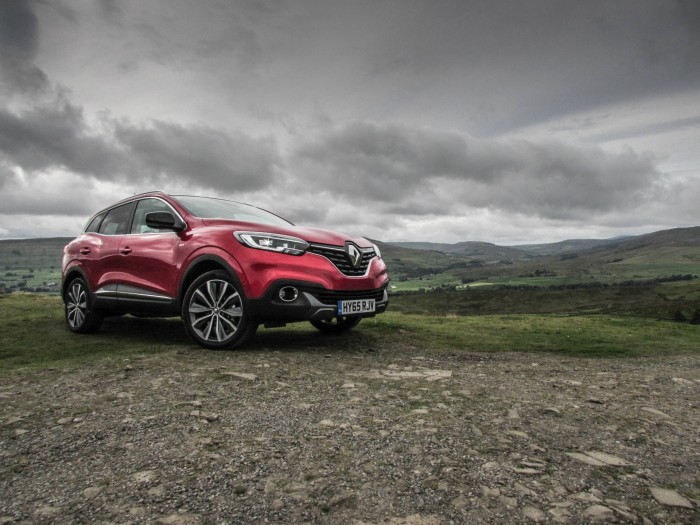 Renault Kadjar Review Front Angle carwitter 700x525 - Why are crossover SUV's so popular? - Why are crossover SUV's so popular?