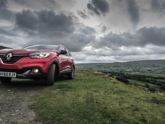 Renault Kadjar Review - Front Low Scene - carwitter