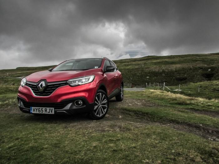 Renault Kadjar Review - Front Scene - carwitter