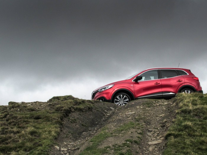 Renault Kadjar Review - Side Scene - carwitter