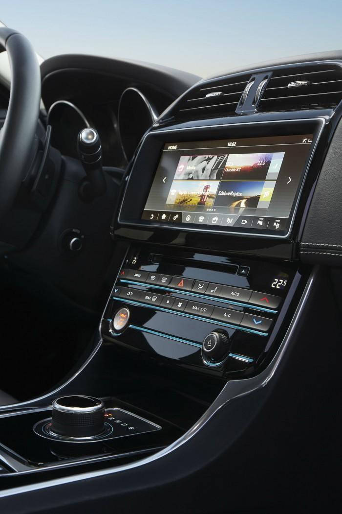 2017 Jaguar XE - Interior Touch Screen - carwitter