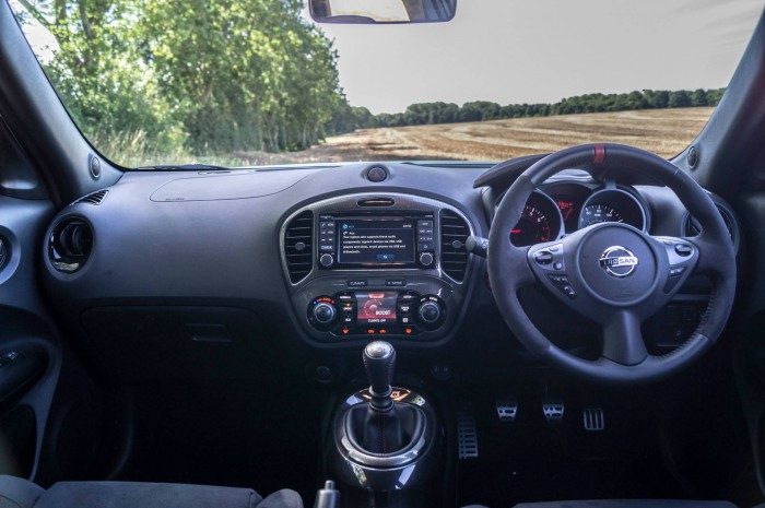 Nissan Juke NISMO RS Review Dashboard carwitter 700x465 - Nissan Juke Nismo RS Review – Refined - Nissan Juke Nismo RS Review – Refined