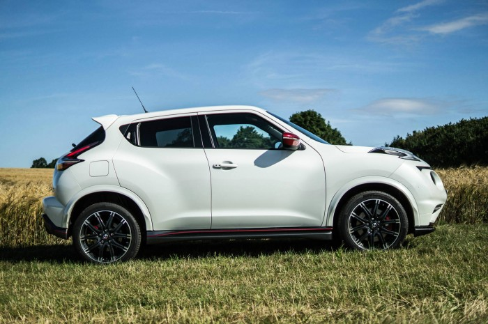 Nissan Juke NISMO RS Review Side carwitter 700x465 - Nissan Juke Nismo RS Review – Refined - Nissan Juke Nismo RS Review – Refined