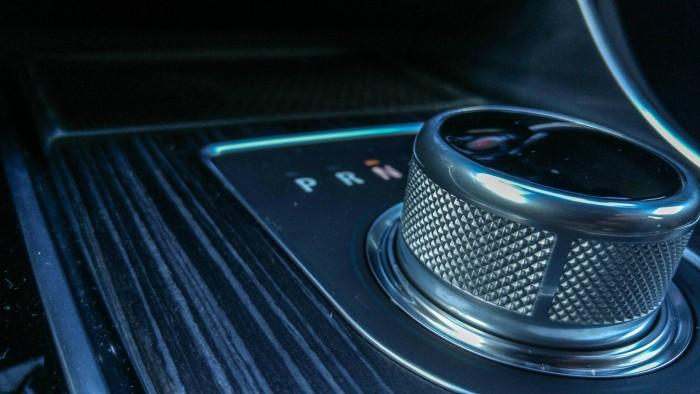 2016 Jaguar XF Review - Gear Selector - carwitter