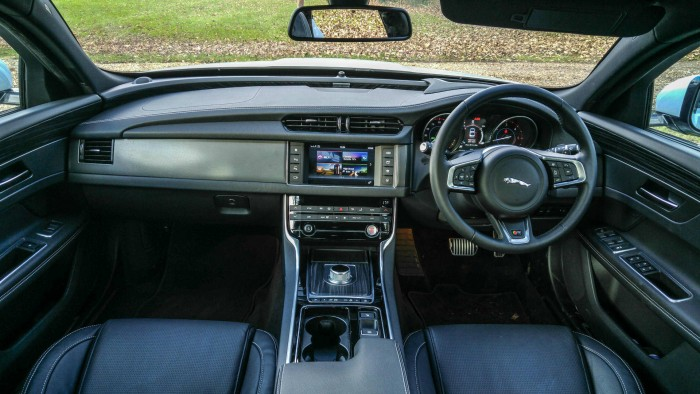 2016 Jaguar XF S Review - Interior Dashboard - carwitter
