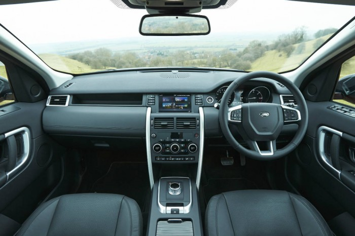 Land Rover Discovery Sport Review - Dashboard - carwitter