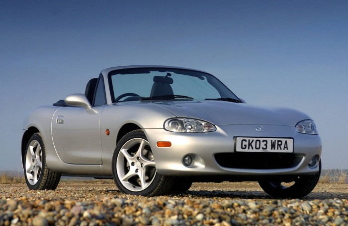 Mazda MX5 Second Gen carwitter 700x456 - What Features Make A Car A Classic? - What Features Make A Car A Classic?