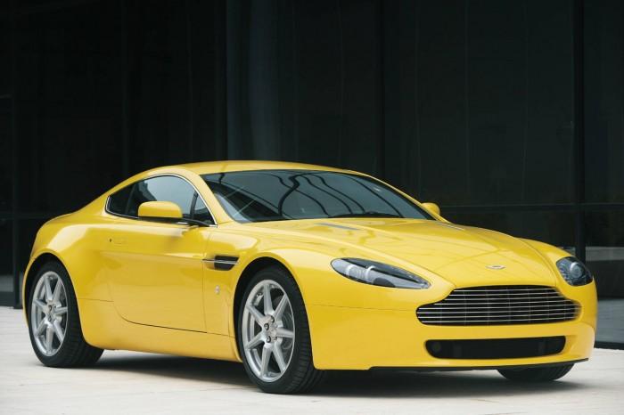 Aston Martin V8 Vantage - carwitter