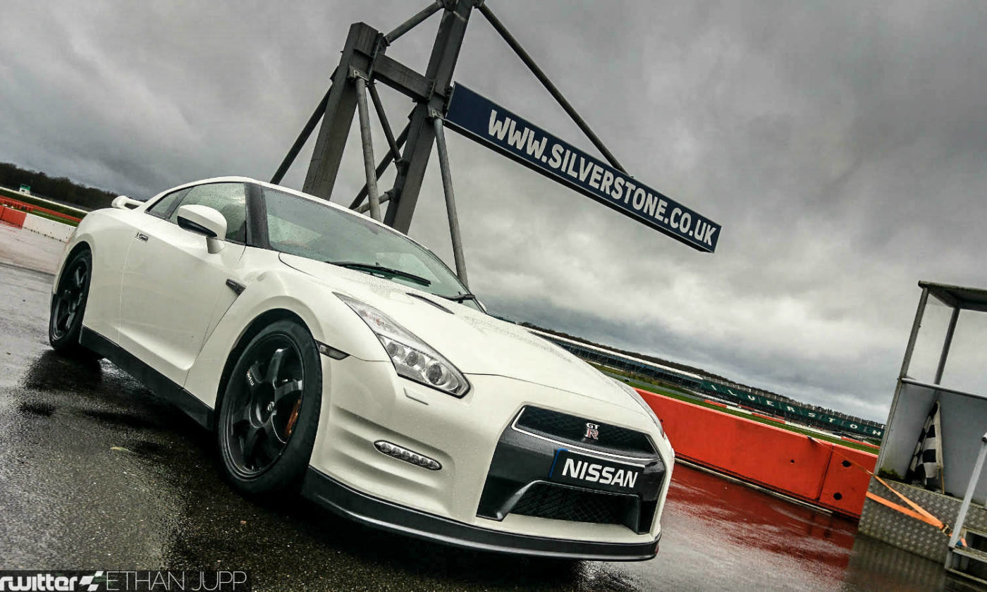 2016 Nissan GT R Track Pack Review Front Scene carwitter 1400x840 - Nissan GT-R Nismo Track Pack Review - Godzilla still got game - Nissan GT-R Nismo Track Pack Review - Godzilla still got game