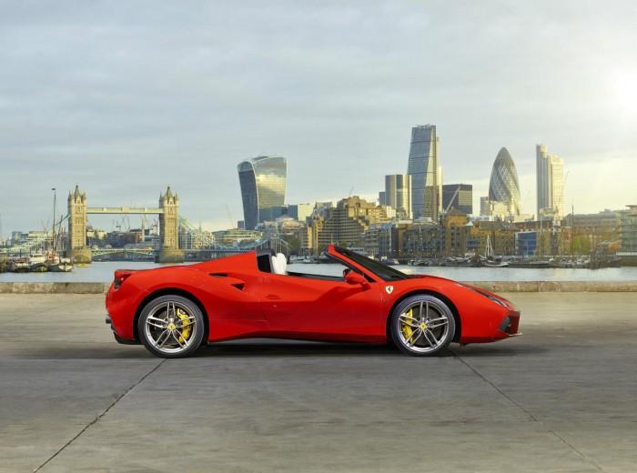 Ferrari 488 Spider London - Side - carwitter
