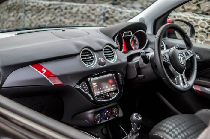 Vauxhall ADAM S Review - Dashboard Interior - carwitter