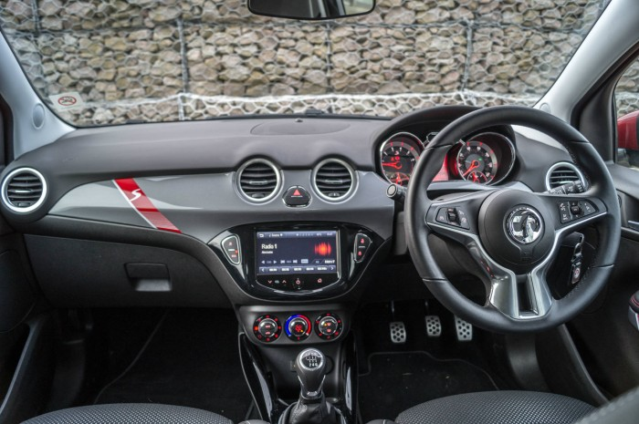 Vauxhall ADAM S Review - Dashboard - carwitter